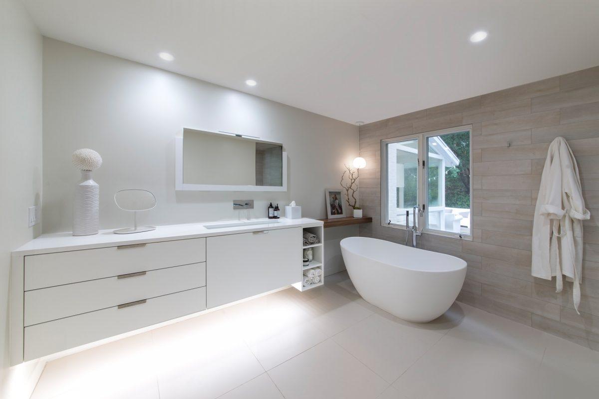 CrystalCabinets_Bathroom_SpecialDoor_White_1