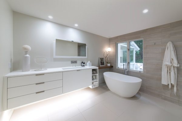 CrystalCabinets_Bathroom_SpecialDoor_White_1