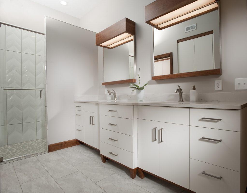 CrystalCabinets_Bathroom_Spokane_Pearl White_1