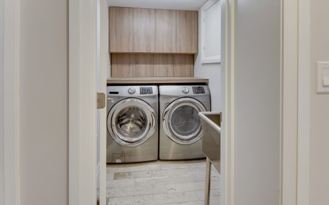 CrystalCabinets_Other_Laundry_Spokane_TakaseTeak_1