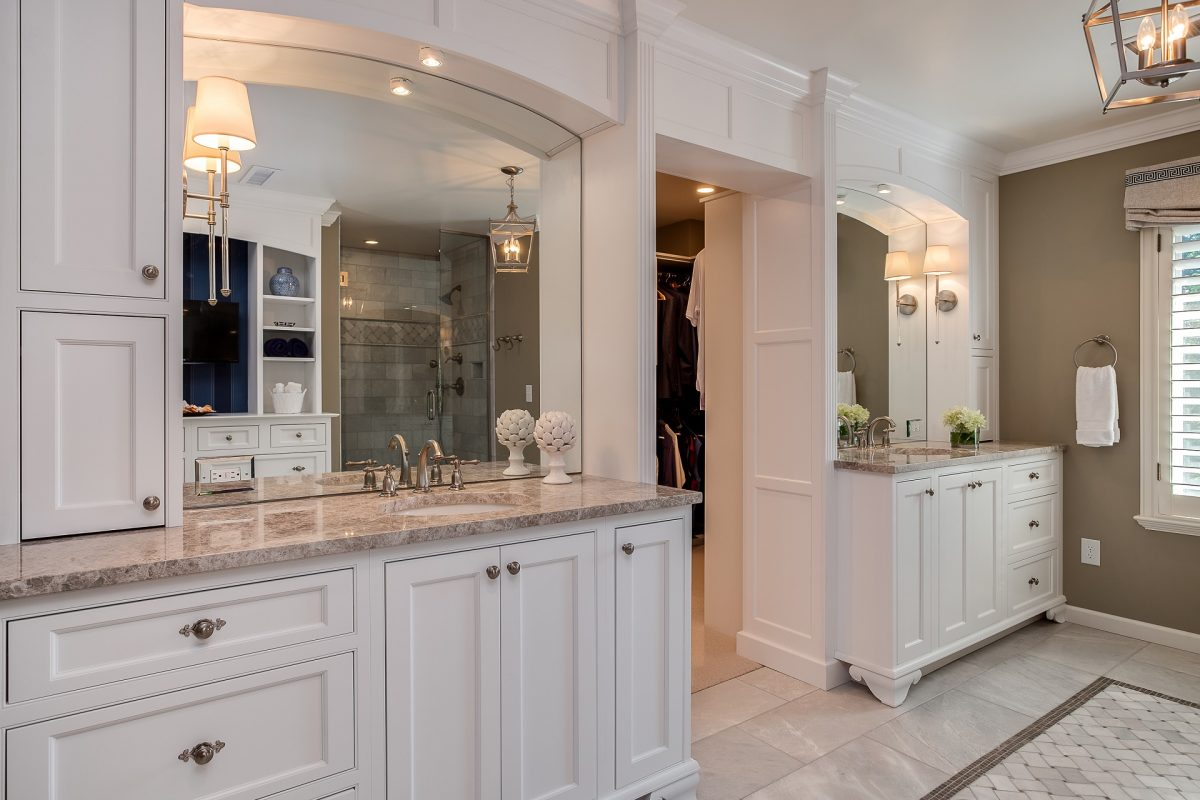 CrystalCabinets_Bathroom_FrenchVillaSQ_Beaded_DesignerWhite_1