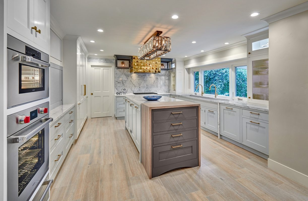 CrystalCabinets_Kitchen_Lansboro_Waterfall_1