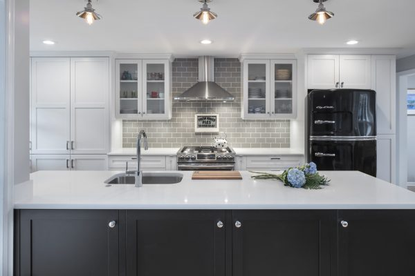 CrystalCabinets_Kitchen_Meadowland_SimplyWhite_Black_1