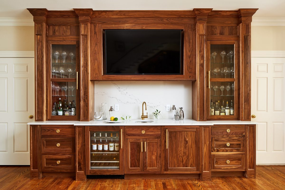 CrystalCabinets_Other_Bar_FrenchVillaSQ_1